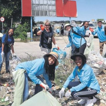 Churchgoers hold cleanup